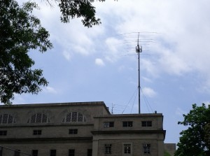 Two HR yagi antennas on teh roof at MIT