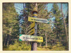sign post pointing towards the Grand Felletin